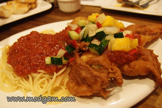 Spaghetti with Soft-shell chilli crab