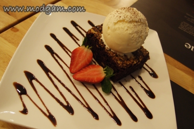 Devilish Brownie with Ice Cream